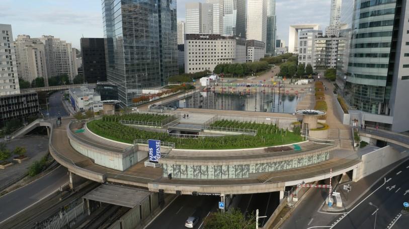 UFLY Drones - photo architecture par drone - La Défense - avant